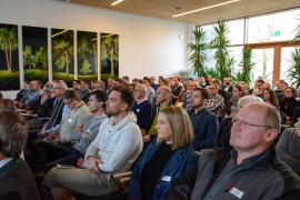 Volles Haus mit interessierten Teilnehmer/innen beim Fachtag Holzbau